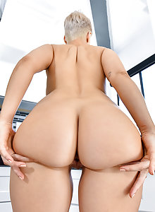 Naked big booty blonde chick